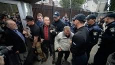 Выборы в РФ: Под посольством в Киеве произошли стычки