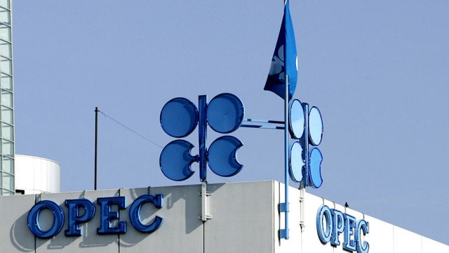 ОПЕК+ продлил сокращение добычи нефти