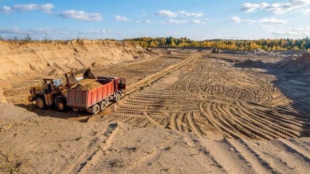 Компания из РФ незаконно добывала в Крыму песок