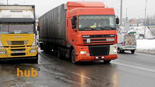 Транспортный коллапс: семь областей ввели ограничение на проезд фур