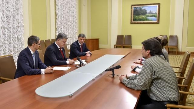 Порошенко подписал закон о защите вкладчиков