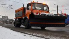 Дороги Киева от снега чистят 187 единиц спецтехники