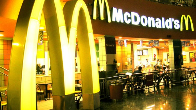 McDonald's сохранит доли в своем бизнесе в КНР и Гонконге