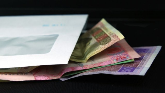Минимальную заработную плату хотят повысить до 3,7 тыс грн
