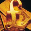 Фунт дешевеет, а золото дорожает…