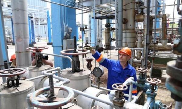 Шебелинский завод нарастил переработку нефтяного сырья на 8%