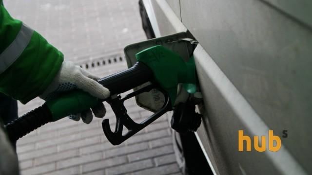 На АЗС дешевеет топливо