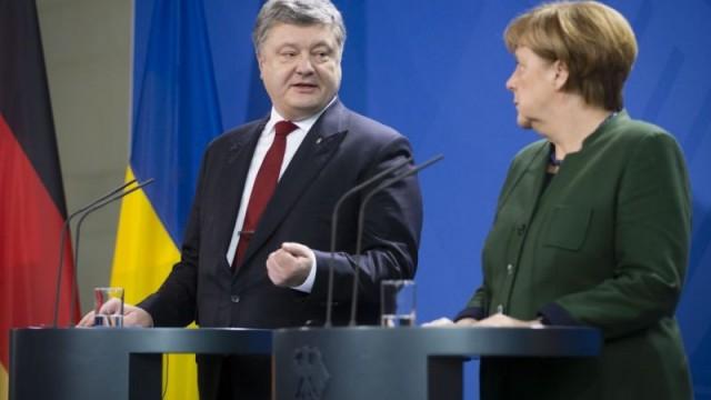 Меркель летит в Киев