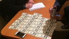 Правоохранители разоблачили на взятке одного из чиновников Житомирской ОГА