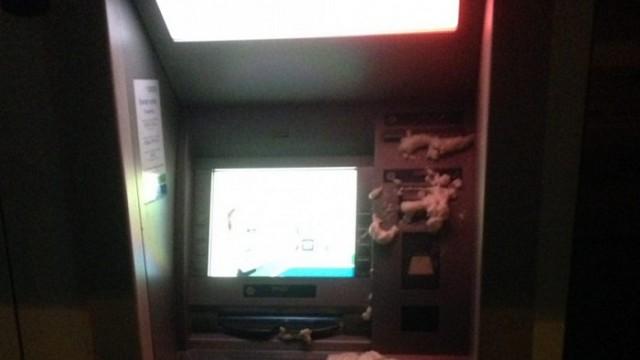 Активисты залили монтажной пеной банкоматы российских банков