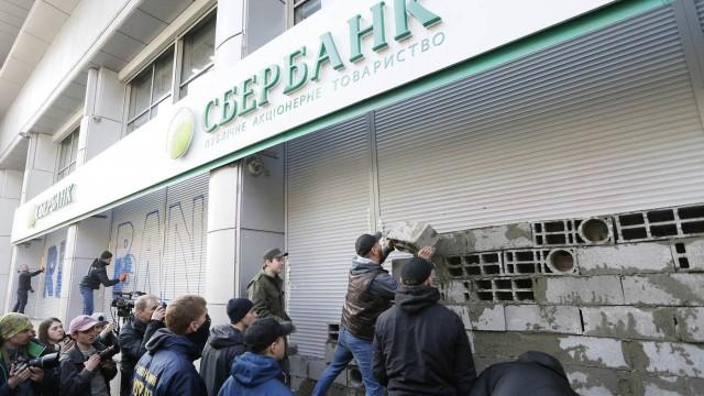 «Сбербанк» возобновил работу в Сумах и Виннице