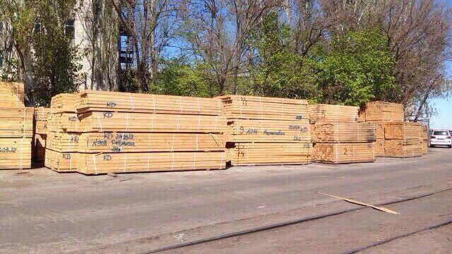 В Херсонском морпорту перехватили контрабанду леса на $100 тыс.