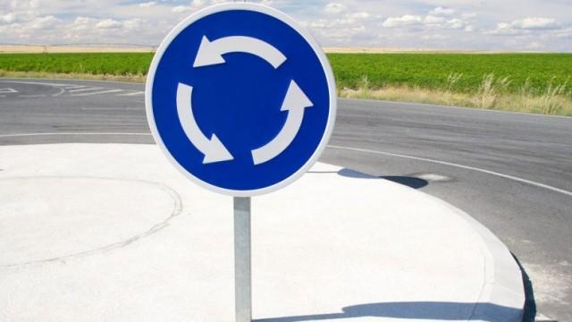 Депутаты изменили приоритеты при движении по кругу, - правки в ПДД