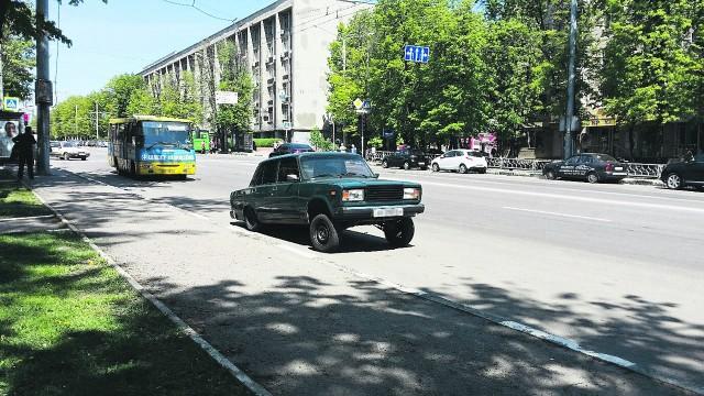 Половина легальных машин в Украине – автохлам