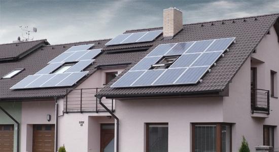 Свыше 1,3 тыс. домохозяйств начали зарабатывать на частных солнечных электростанциях