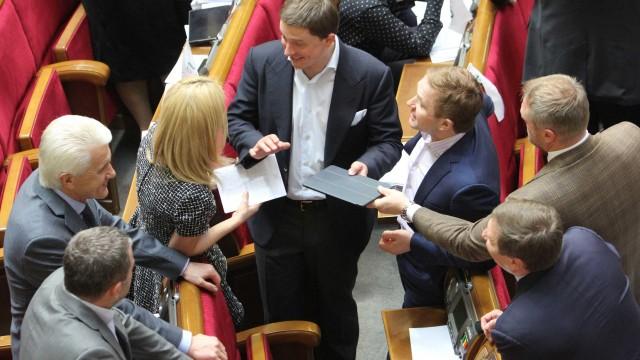 ФОТОПОРТРЕТ Верховной Рады: в прекрасном настроении депутаты завернули два важнейших законопроекта по ЖКХ