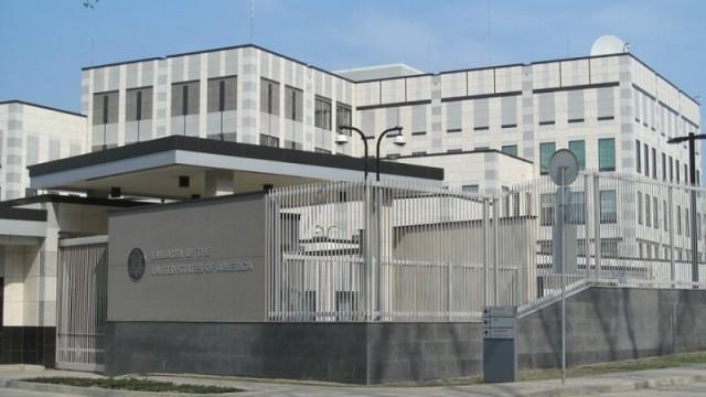 Полиция расследует взрыв на территории посольства США как теракт