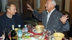 Перед выборами в РФ Путин задействовал Михалкова против критиков режима