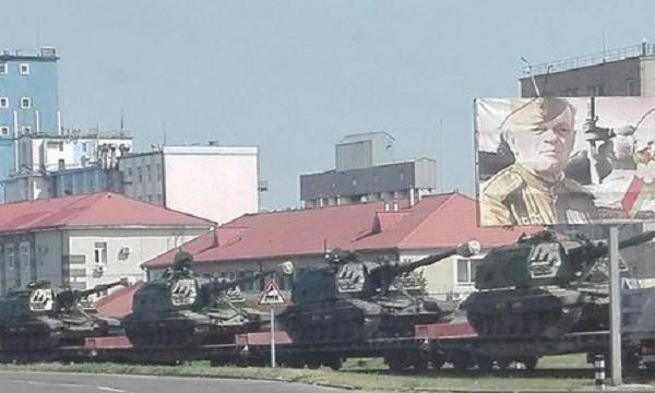 РФ начала перебрасывать в Беларусь бронетехнику