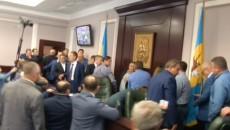 Как депутаты Киевоблсовета устроили мордобой: полное видео