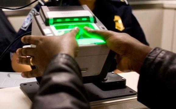 Указ Порошенко о введении биометрического контроля на границе вступил в силу