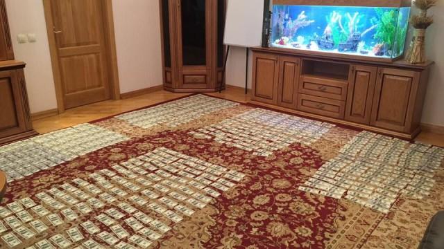 Судьи принесли Холодницкому $300 тыс взятки