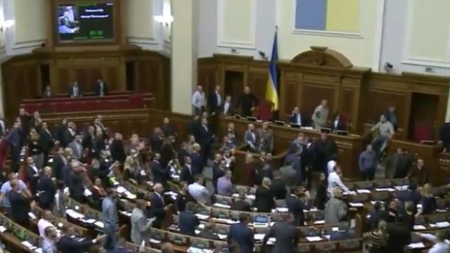 Рада передала в КС законопроект о сокращении нардепов