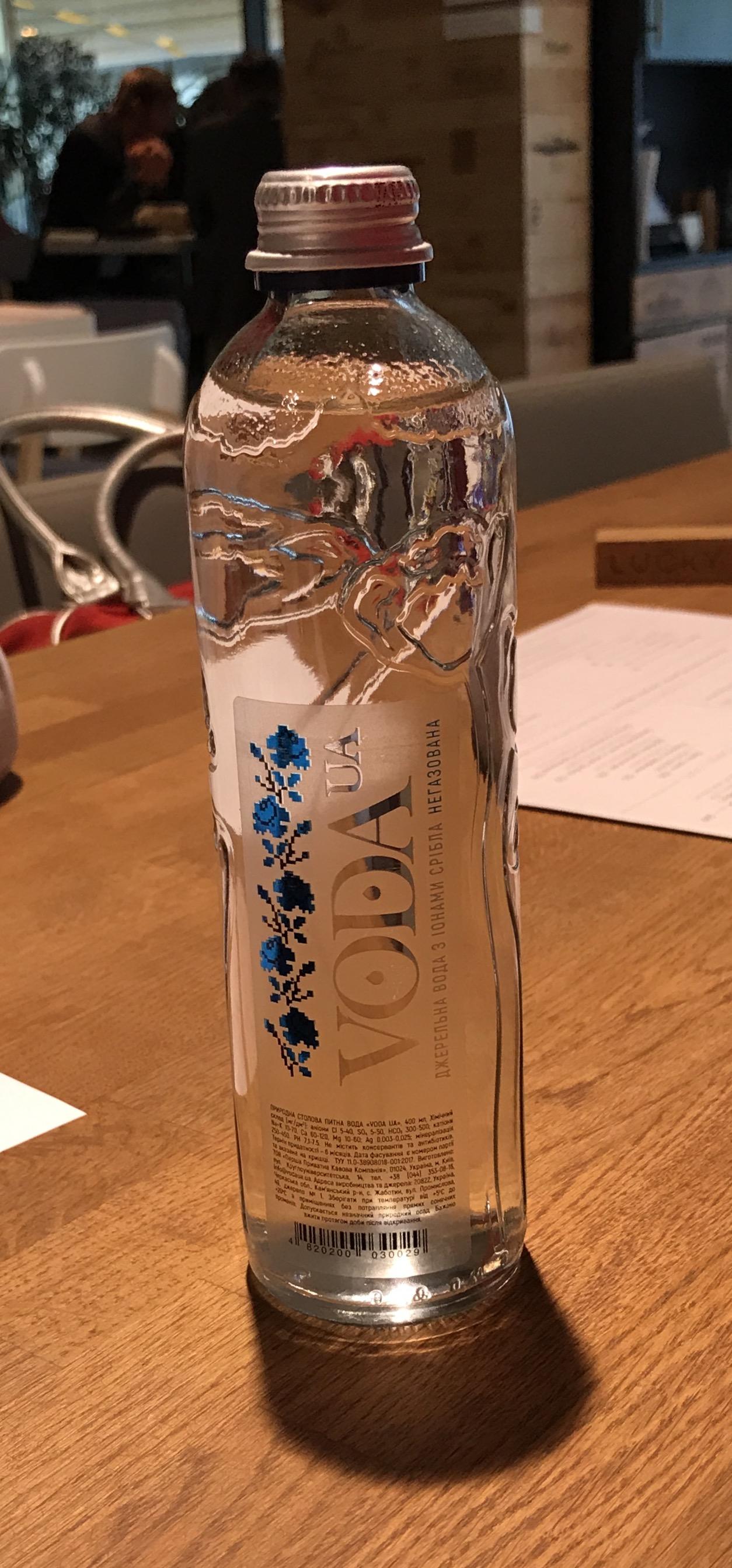 «VODA UA» – абсолютно натуральная родниковая вода, которая не подвергается фильтрации, в ней нет добавок в виде антибиотиков, консервантов и минеральных веществ извне