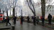 Под Парламентом горел лагерь протестующих