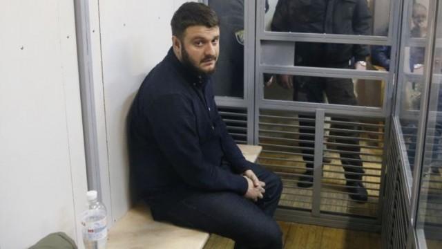 С сына Авакова сняли браслет слежения от отдали загранпаспорт