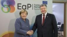Меркель поговорила с Порошенко о Путине