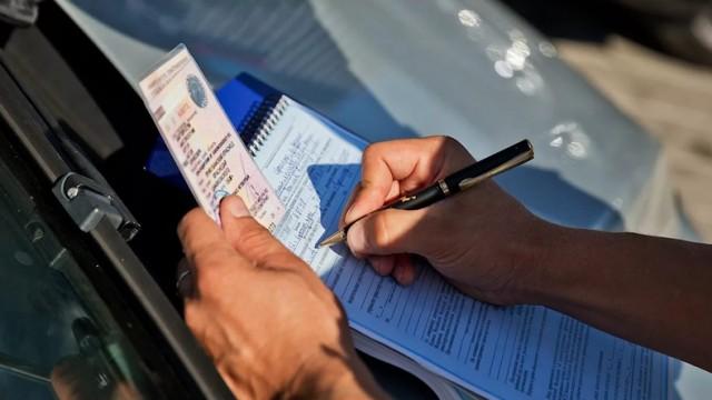 Первое водительское удостоверение будут забирать навсегда