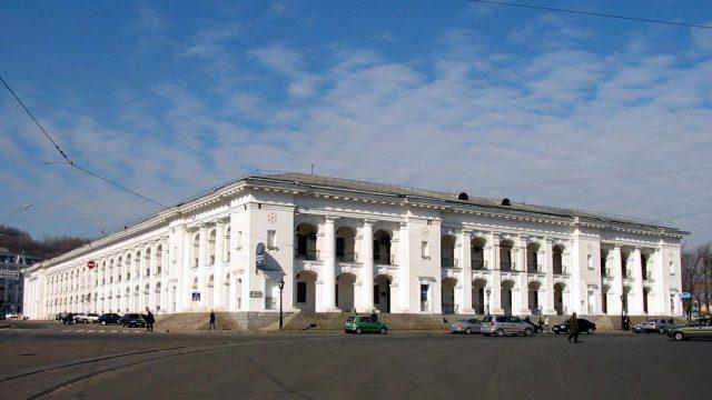 В ФГИ оценили стоимость завершения реконструкции Гостиного двора