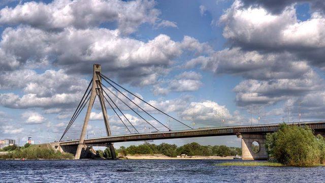 Депутаты переименовали Московский мост