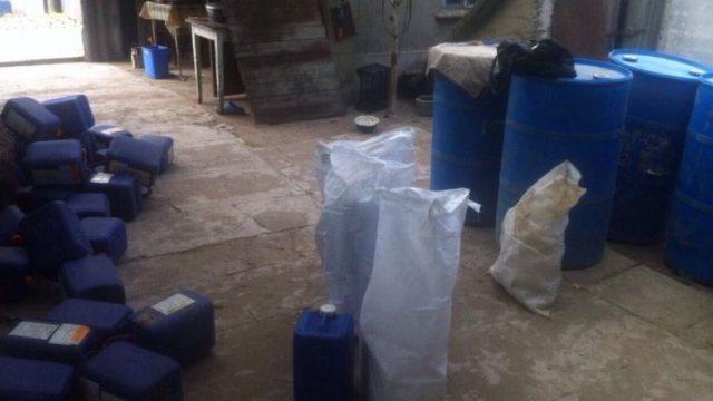Под Киевом прикрыли очередной подпольный склад с левым спиртом