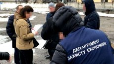 Работники Укрзализныци попались на взятке