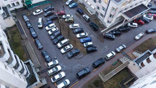 Внутри новых жилых кварталов запретят парковки