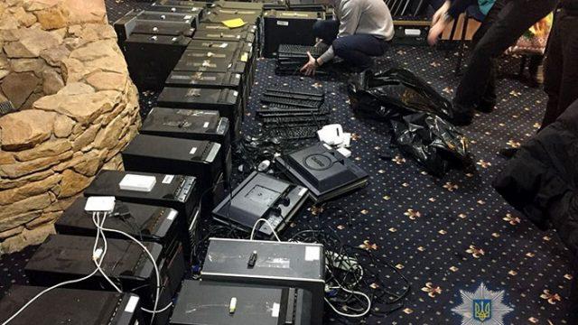 Силовики закрыли 140 подпольных казино, часть маскировалась под гослотереи