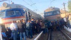 Во Львове протестующие перекрывали движение поездов