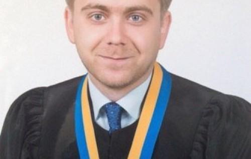 Судью, запрещавшего мирные акции на Майдане, могут уволить