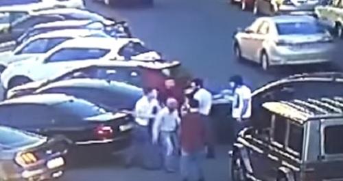 Появилось полное видео избиения нардепа Найема в центре Киева