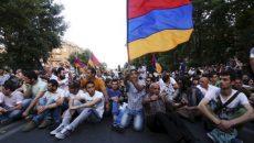 В Армении продолжаются протесты: многие магистрали перекрыты оппозицией