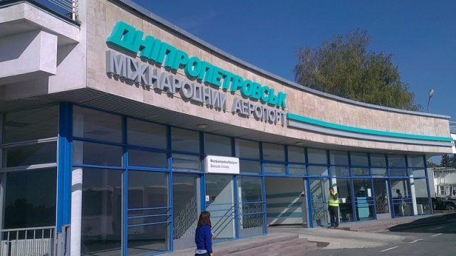 Страсти по аэропорту: кто и когда откроет небо над Днепром?