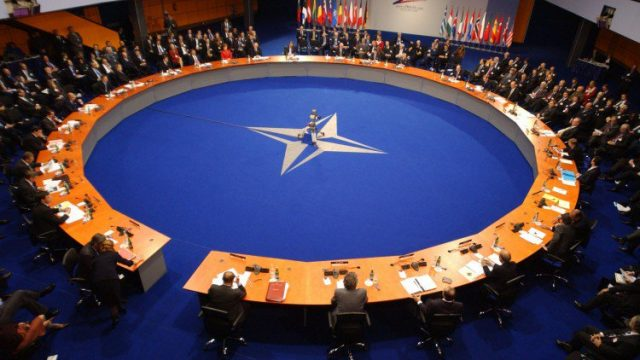 В НАТО выступили против Евроармии Макрона