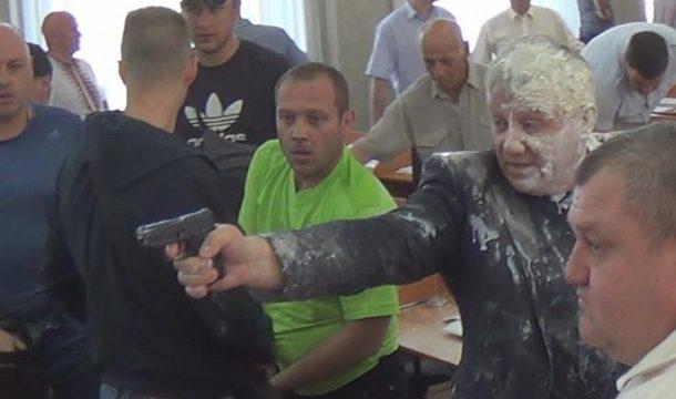 Депутаты Никопольского горсовета стреляли друг в друга