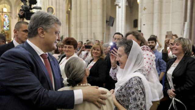 Украина хочет усилить соцзащиту украинцев в Испании