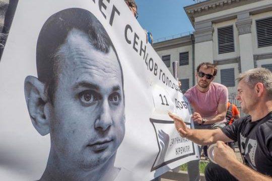 В 70-ти городах мира проводят акцию в поддержку Сенцова