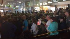В аэропорту Киев застряли тысячи туристов