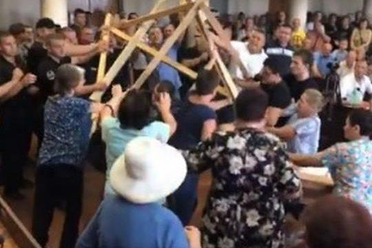 В Конотопе дрались депутаты горсовета