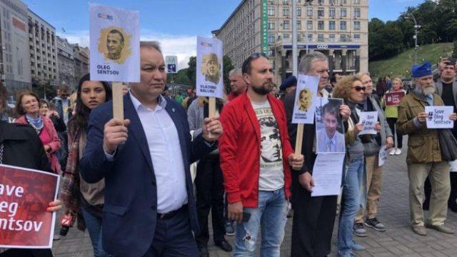 В ряде городов мира прошли акции в поддержку Сенцова